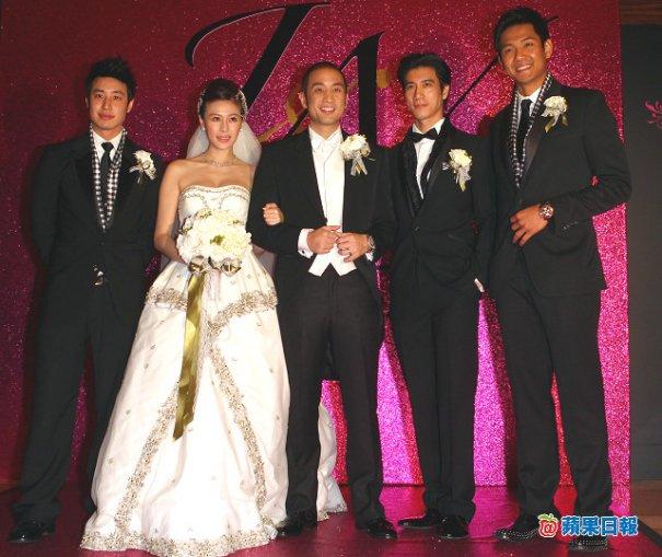 [Cpop] Lee Hom Wang Kisses Bride's Mother
