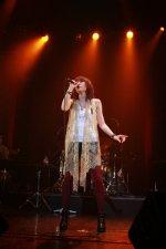 "Sugawara Sayuri Releases Short ""Fly"" Live PV"