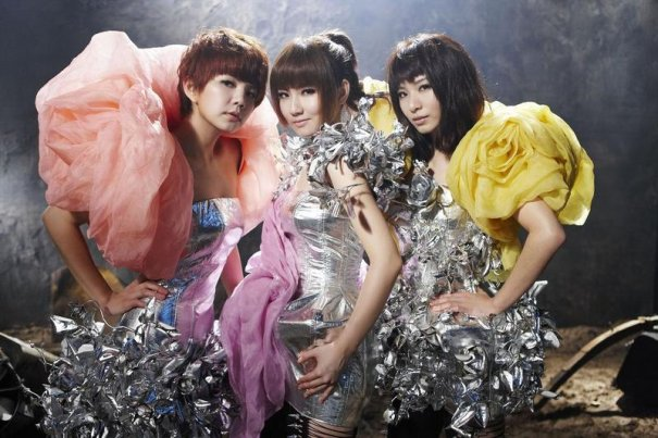S.H.E Wins Big At The 2011 Singapore Entertainment Awards