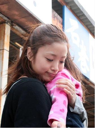 A Tearful Ueto Aya Helps Cook For Earthquake Victims