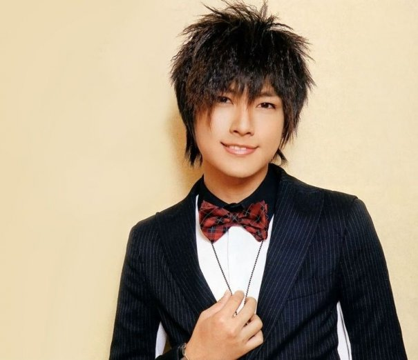 [Kpop] Aaron Yan's Debut Album Spends 3rd Week On Top