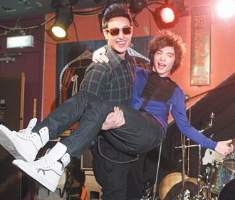 Wilber Pan Supports Jeremy Ji at Concert