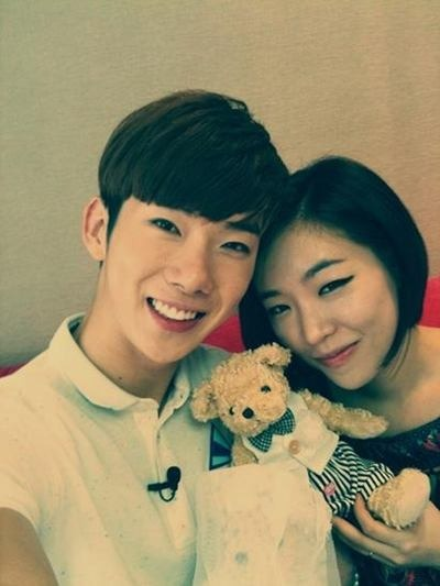 [Kpop] 2AM's Jo Kwon Posts Selcas Taken With Brown Eyed Girls' Ga-In