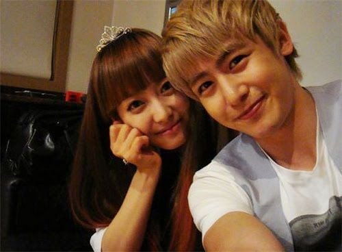 "2PM's Nichkhun and f(x)'s Victoria Parody ""Secret Garden"""