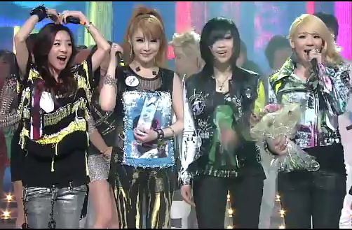 "2NE1 Wins on Inkigayo with ""Lonely"" + Bom Performs ""Don't Cry"""