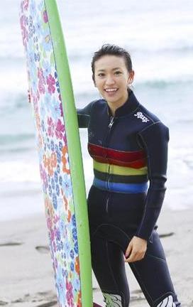 Oshima Yuko Has A Go At Surfing