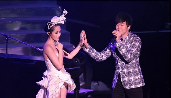Elva Hsiao and JJ Lin Sing Duet at Beijing Concert