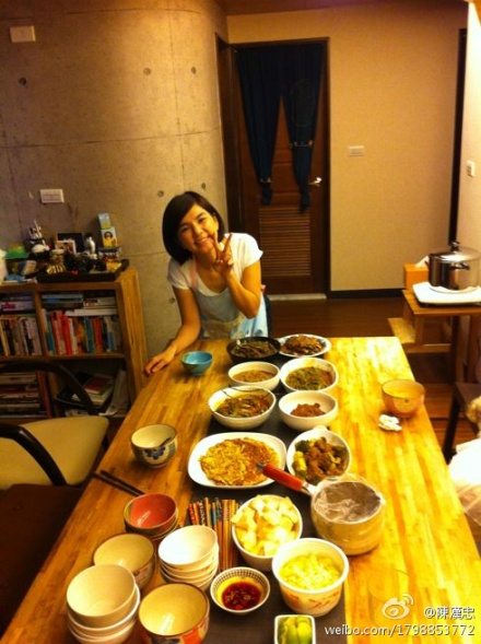 S.H.E Comes Together For Home-Cooked Feast