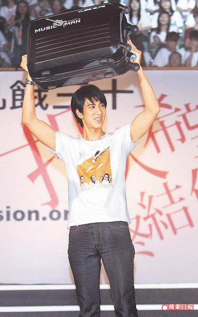 Lee Hom Wang & Elva Hsiao Fight Hunger In Africa