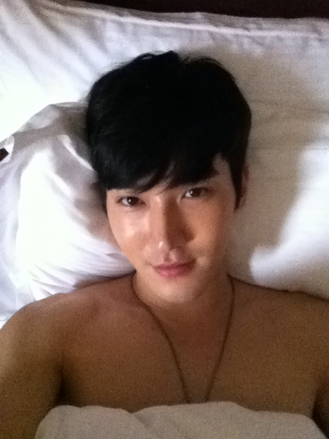 Siwon Sleeps Shirtless