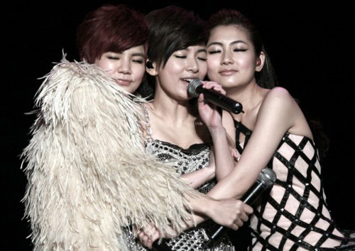 S.H.E Celebrates 10th Year Anniversary!