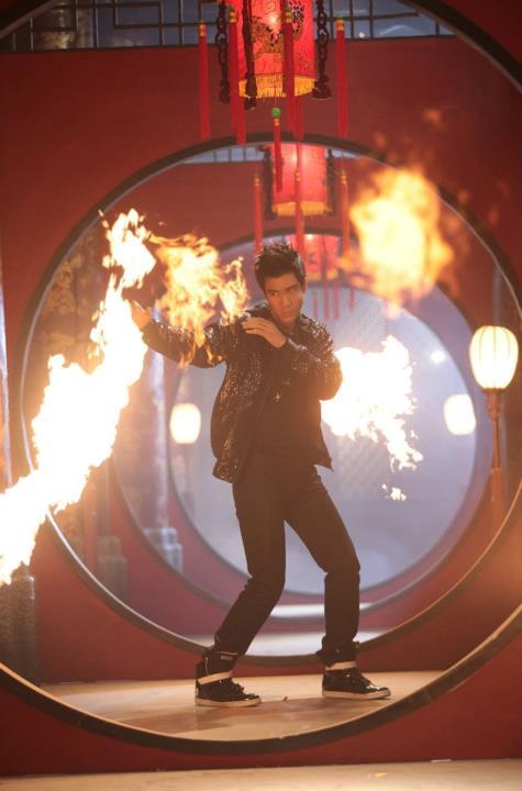 "Lee Hom Wang Battles Like A Martial Artist in ""Open Fire"" MV"