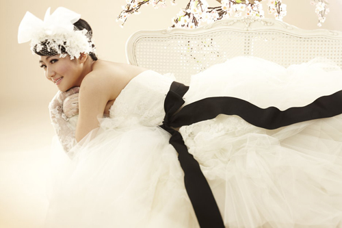 S.H.E's Selina Shares Two Additional Wedding Photos