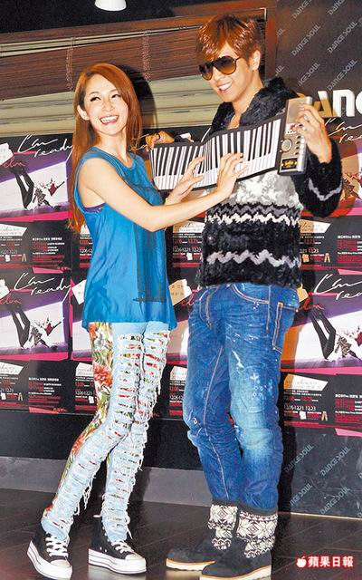 Elva Hsiao Invites Show Luo for Christmas Concert
