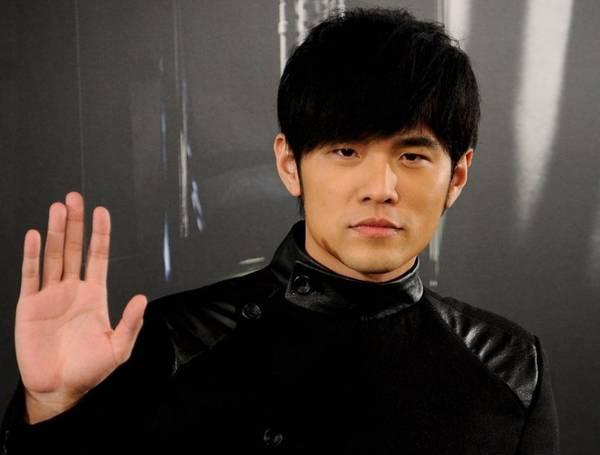 RAWR! Jay Chou Turns Green Eyed Monster