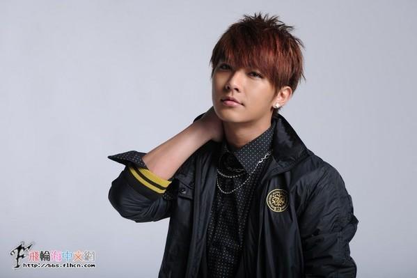 [Cpop] Aaron Yan Spotted at Gay Bar!