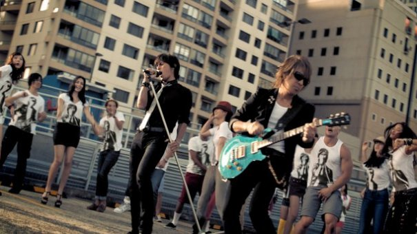 B'z New Single to be Title Song for Pepsi Nex Commercial