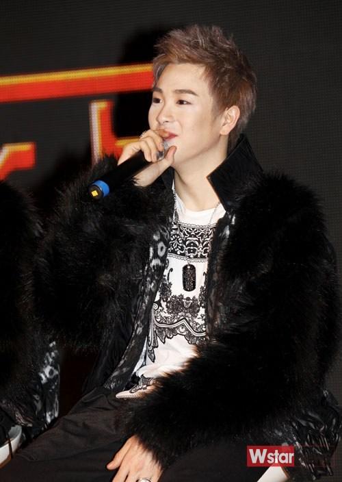 [Kpop] Block B's P.O Hospitalized