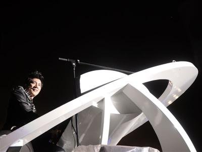 Lee Hom Wang Braves Through Rain for Concert in Malaysia