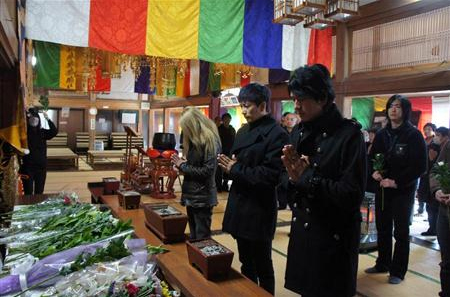 GACKT Visits Earthquake Memorial Services in Iwate and Miyagi