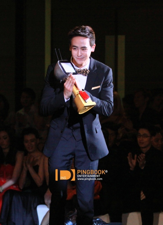 "2PM's Nichkhun Named ""Most Influential Person"" At Kerd Awards"