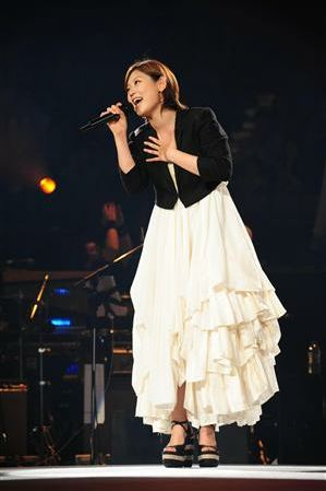 [Jpop] ayaka Kicks-Off Tour After Two Years of Absence