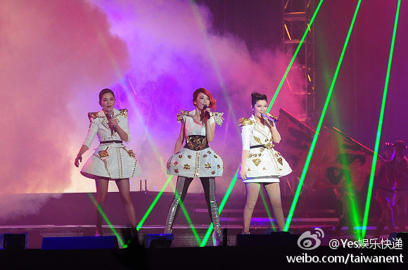 S.H.E Performs Together For The First Time In 2 Years