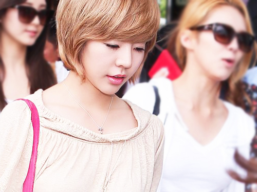 Girls' Generation's Sunny Quits