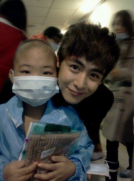 2PM's Nichkhun Volunteers With Disabled Children