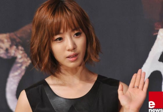 "Eunjung Files A Lawsuit Against ""Five Fingers"" Production Team"