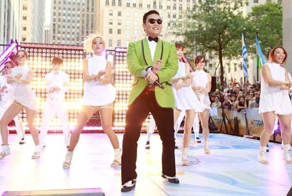 """PSY's """"Gangnam Style"""" Wins Music Bank For 8th Week, 2nd Most Wins Of All Time"""