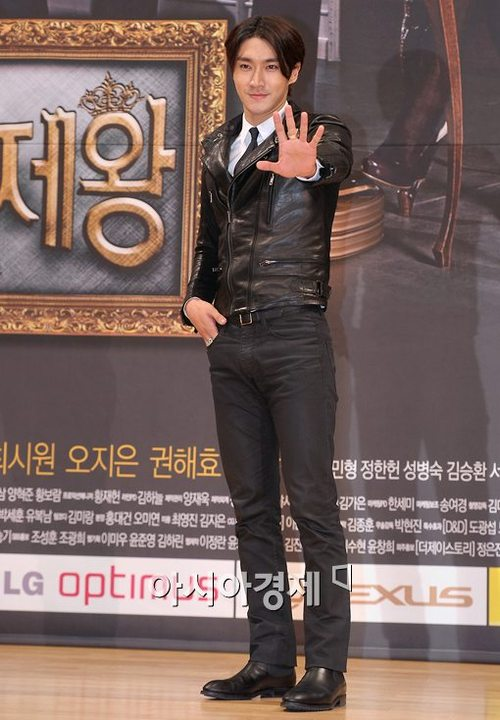 Super Junior's Siwon Talks About Love & New Drama