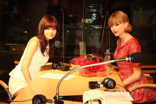 Atsuko Maeda Interviews Taylor Swift For Radio Program