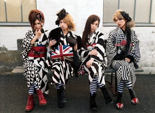 "SCANDAL Announces B-Side Compilation Album ""Encore SHOW"""
