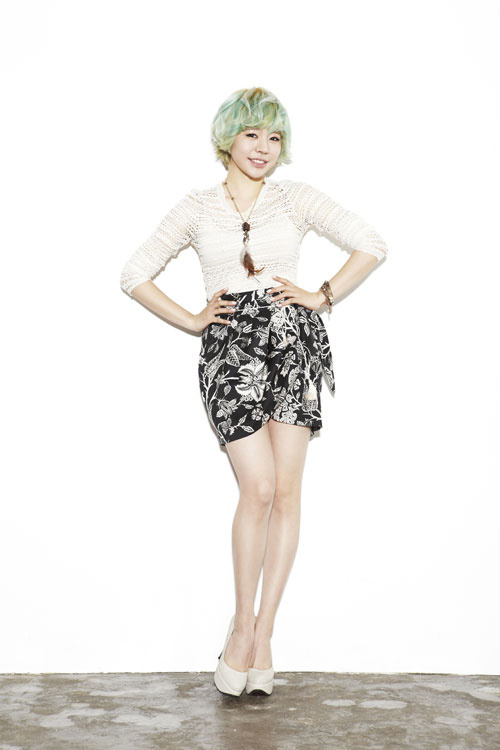 Girls' Generation's Sunny Offers To Cheer Taeyeon Up When She's Depressed