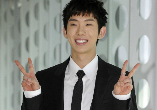 2AM's Jo Kwon Reassures Fans He's Healthy Again