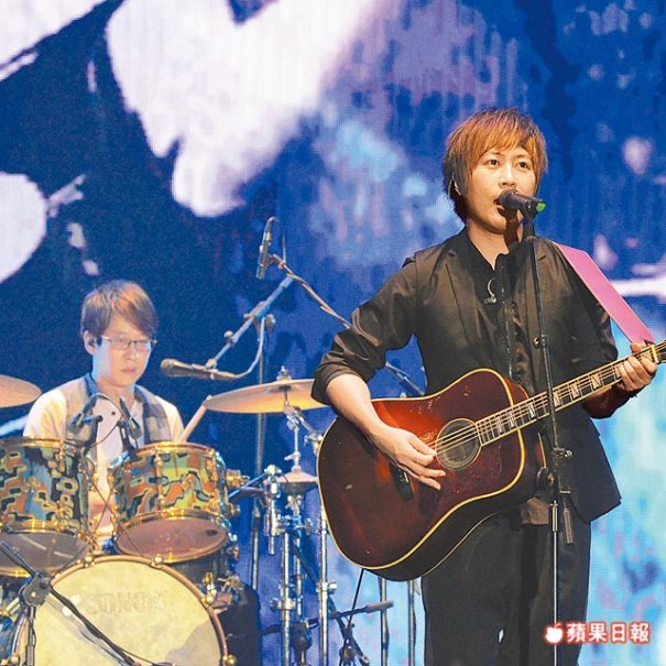 Mayday Holds Free Concert Despite H7N9 Bird Flu Scare
