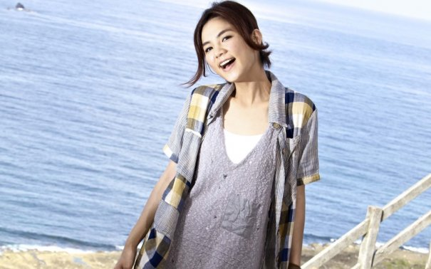 S.H.E's Ella Earns 40 Times As Much Money As Husband