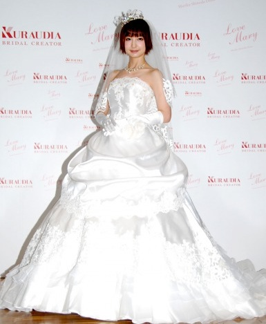 "Mariko Shinoda Wears ""Mary Love"" Wedding Gowns"