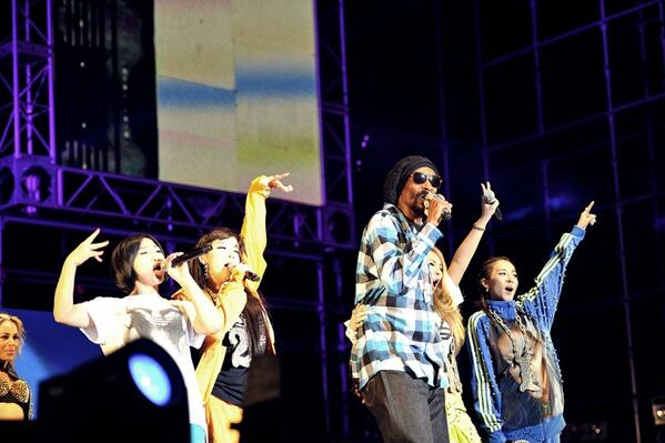 "2NE1 & Snoop Dogg Reveals Photos Together At The ""Unite All Originals"" Concert"
