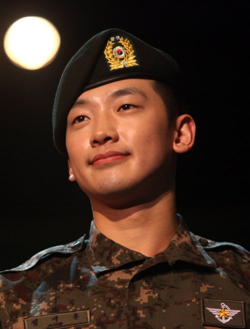 Rain Signs On to Cube Entertainment