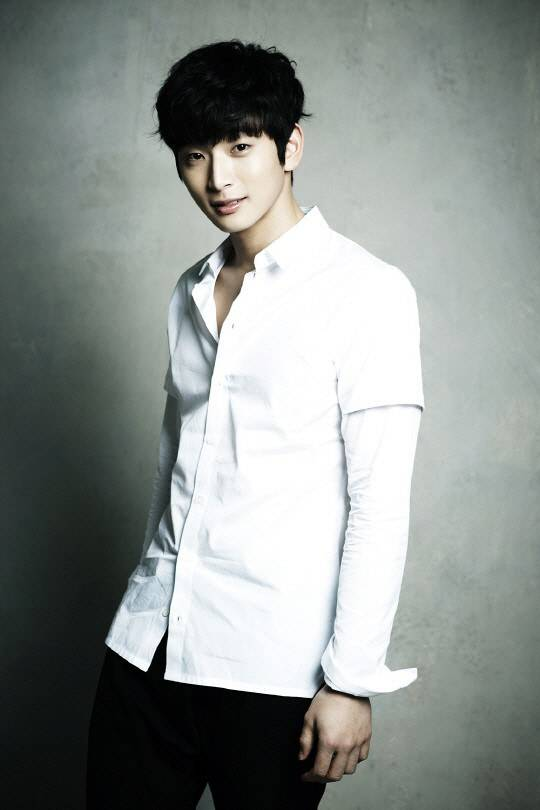 2AM's Jinwoon Recovers From Surgery, More Treatment Needed