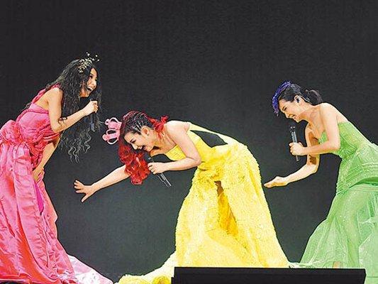 S.H.E Performs At Hong Kong Coliseum
