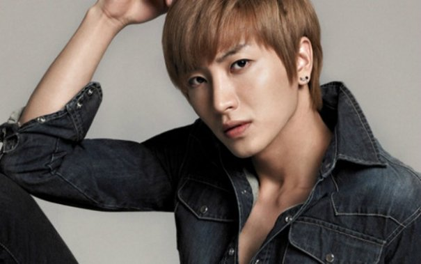 Leeteuk's Father, Grandparents Die In Car Accident