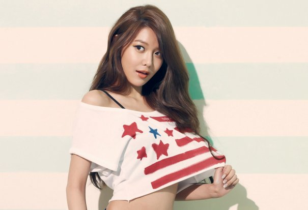 Girls' Generation's Sooyoung Briefly Discusses Newly Revealed Relationship