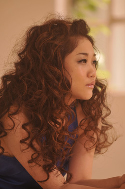 [Jpop] JUJU Sings For Shiseido's 'MAQuillAGE' CM