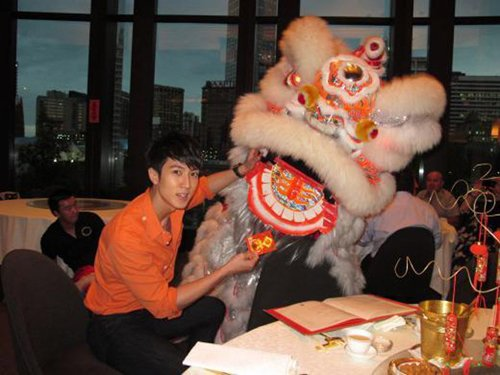 Wu Chun Spends The Lunar New Year With Kids & Relatives