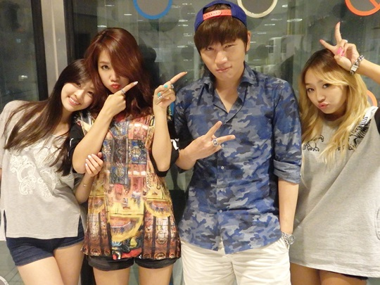 [Kpop] K.Will Jokes With SISTAR's Hyorin About Her Complexion on Radio Show