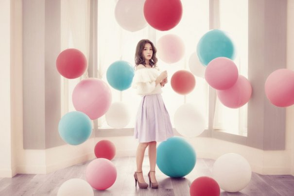 "Kana Nishino Tops Oricon Weekly Album Chart With ""with LOVE"""