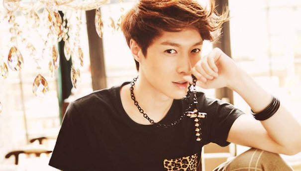 [Kpop] EXO's Lay Establishes Workshop In China